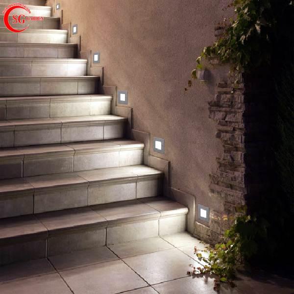 đèn chiếu sáng cầu thang sân vườn 1