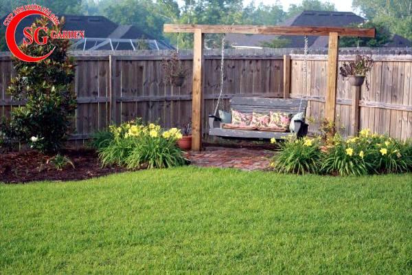 sân vườn nhỏ xích đu 1