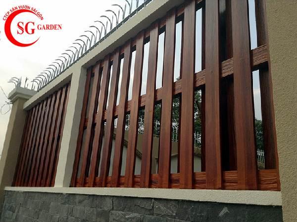 hàng rào bê tông giả gỗ